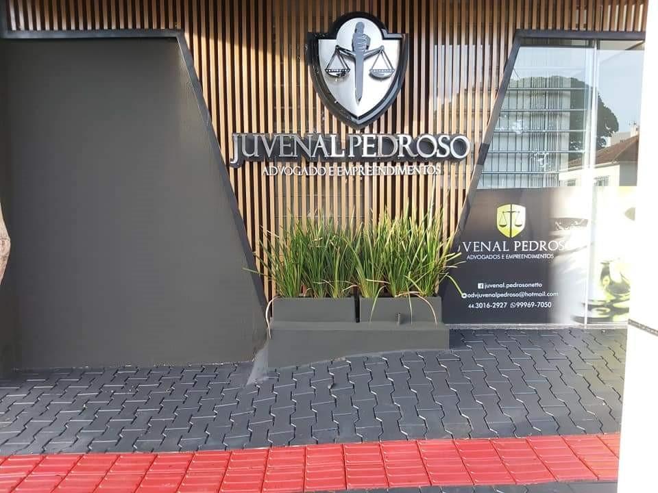 3 Salas (comercial) na Rua Prefeito Devete de Paula Xavier, nº 1018, Edifício Caires, Centro.